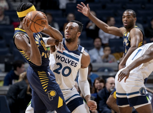 Josh Okogie defended Justin Holiday of the Pacers.