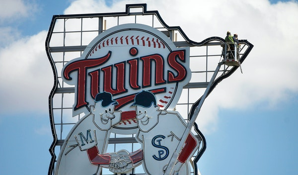 Richard Tsong-Taatarii/rtsong-taatarii@startribune.com Minneapolis, MN;4/6/11;left to right ] At Target Field, a crew checks the lights on the Minnie