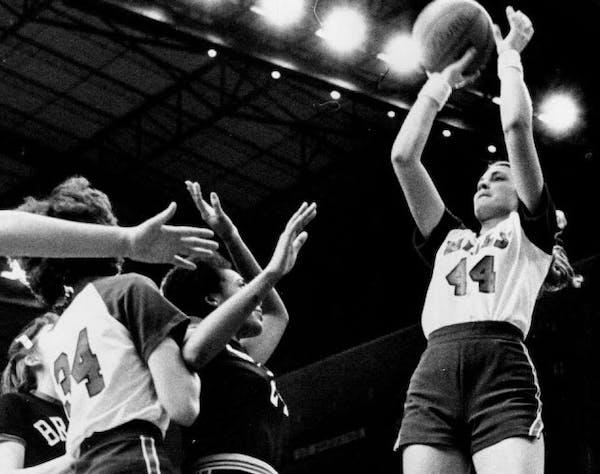 Janet Karvonen of New York Mills hit a jump shot during the 1979 state girls' basketball tournament.