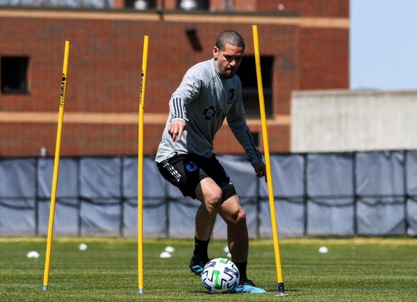 Ozzie Alonso of Minnesota United took part in a voluntary workout Tuesday at the National Sports Center in Blaine. Photo courtesy Minnesota United