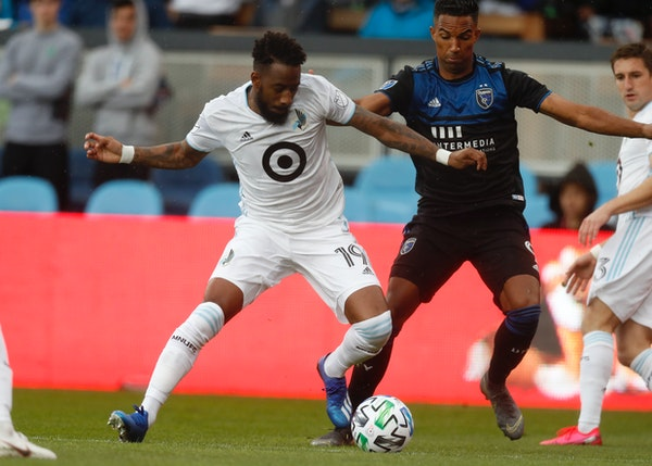 The San Jose Earthquakes' Danny Hoesen (9), right, fought for the ball against Minnesota United FC's Romain Métanire (19) in a match in March. Loons