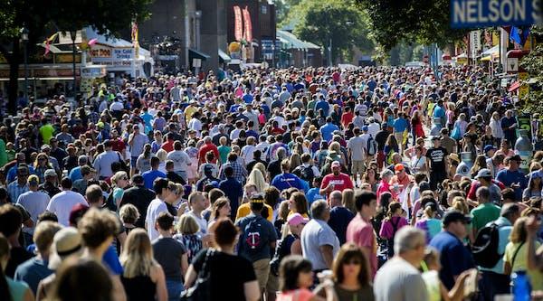 Crowds on day one of the Minnesota State Fair in Falcon Heights, Minn., on August 25, 2016. ] RENEE JONES SCHNEIDER ¥ renee.jones@startribune.com ORG