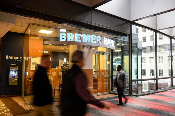 The charitable trust that controls a majority of the Bremer Bank's shares argues that a sale would provide more money to fulfill its philanthropic mis
