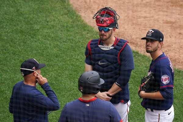 Jake Odorizzi and catcher Mitch Garver talked with pitching coach Wes Johnson during practice Saturday.