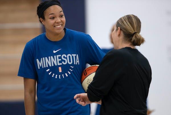 Lynx head coach Cheryl Reeve spoke with first-round pick Napheesa Collier during last season's training camp.