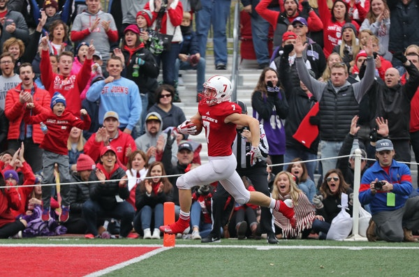 Andrew VanErp ran for a St. John's touchdown in a 40-20 victory over St. Thomas last year.