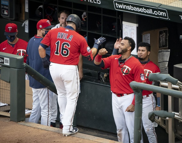 Twins catcher Alex Avila (16) celebrated with the dugout, top, after he hit a home run in the second inning.