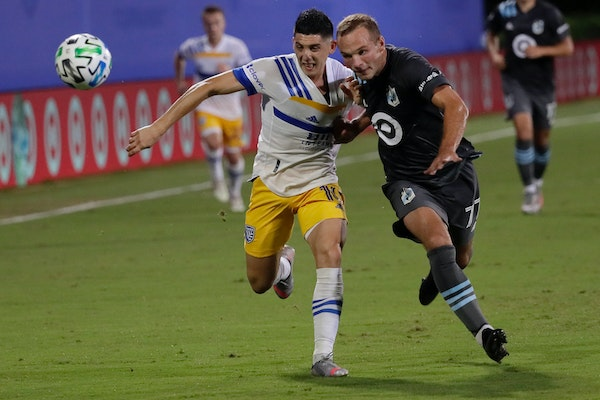 San Jose Earthquakes forward Cristian Espinoza, left, and Minnesota United defender Chase Gasper vie for the ball during the first half