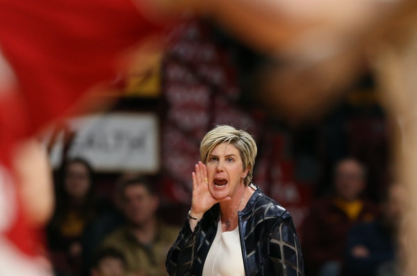 Gophers coach Marlene Stollings gave instructions to her team at Williams Arena in 2018.