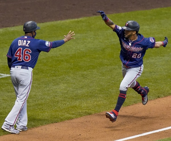 Twins left fielder Eddie Rosario celebrated his third-inning grand slam with third base coach Tony Diaz on Monday night in Milwaukee.