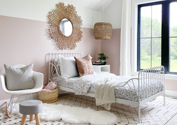 DIY bloggers Dan and Sarah Pollio, of Joinery & Design Co., recently gave their daughter's bedroom a makeover.