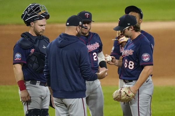 Minnesota Twins manager Rocco Baldelli, center, pulls Minnesota Twins starting pitcher Randy Dobnak (68) during the fifth inning of the team's basebal