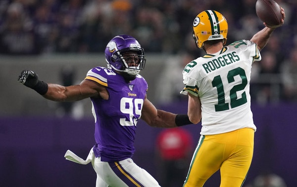 Aaron Rodgers won't be hampered by crowd noise in U.S. Bank Stadium, and nor will he be hampered by the injured Danielle Hunter (99).