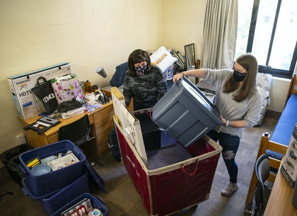 Riley Krenz, a freshman chemistry major from Rosemount, and her mother, Molly, began unpacking the second of three carts with her belongings as they m