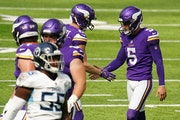 Minnesota Vikings kicker Dan Bailey (5) celebrated after he kicked a 41-yard field goal in the second quarter.
