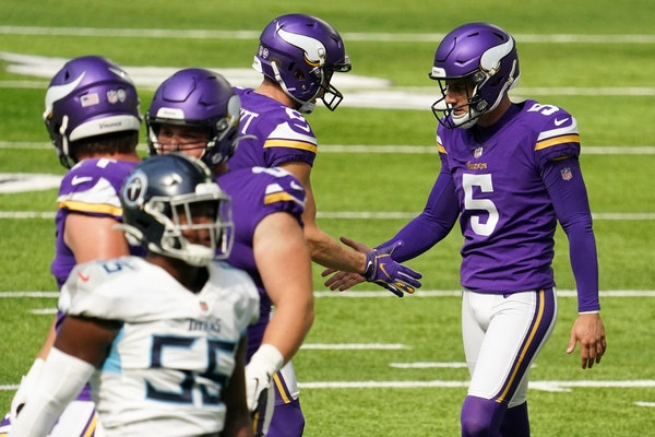 Minnesota Vikings kicker Dan Bailey (5) celebrated after he kicked a 41-yard field goal in the second quarter.
