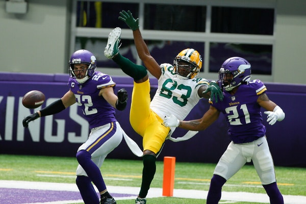 Here's how Aaron Rodgers played keep-away from Vikings' defense