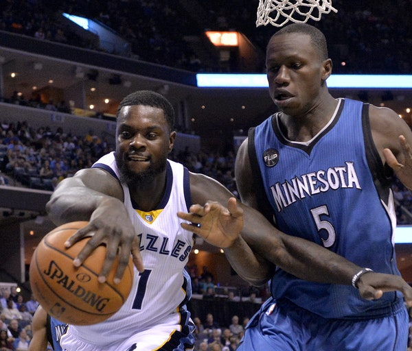 Lance Stephenson , left, then with the Grizzlies, battled for the ball with the Wolves Gorgui Dieng.
