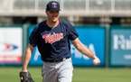 Reliever Thielbar gets one-year deal from Twins