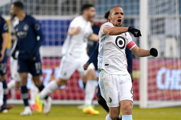 Minnesota United midfielder Osvaldo Alonso celebrates after a goal by Bakaye Dibassy during the first half of the team's MLS match against Sporting Ka