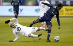 Minnesota United midfielder Emanuel Reynoso and Sporting Kansas City forward Gerso chase the ball during the first half Thursday