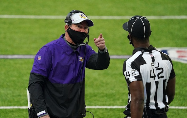 Vikings coach Mike Zimmer lobbied for a pass interference call with an official, pointing to the replay in the second quarter against Carolina on Sund