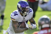 Vikings tight end Irv Smith Jr., despite being limited because of a back injury, scored on a 14-yard touchdown reception in the third quarter Sunday.