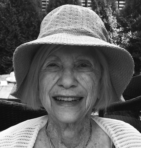 Marianne Anderson, an elementary school teacher who lived an epic love story, dies of COVID-19 at 89