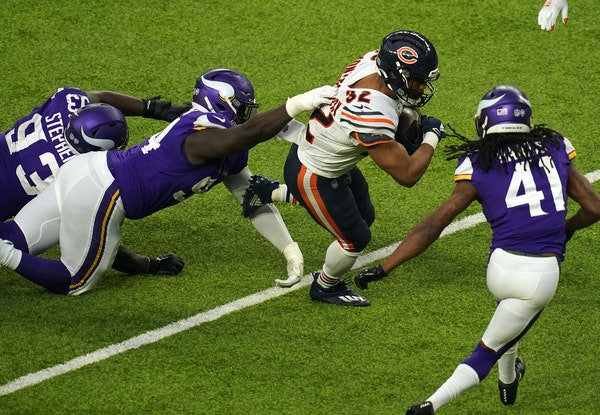 Bears' Montgomery slices up Vikings' depleted run defense