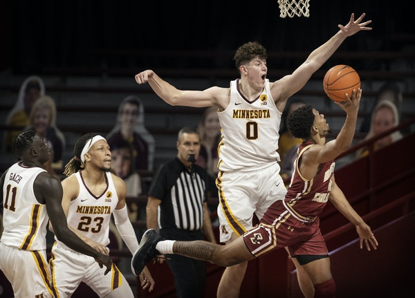 Minnesota  Gophers center Liam Robbins (0) forced Boston College Eagles guard Wynston Tabbs (10) to throw up a wild shot in the second half. ]  Jerry