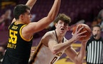 Minnesota center Liam Robbins eyed the basket as Iowa center Luka Garza defended in the first half.