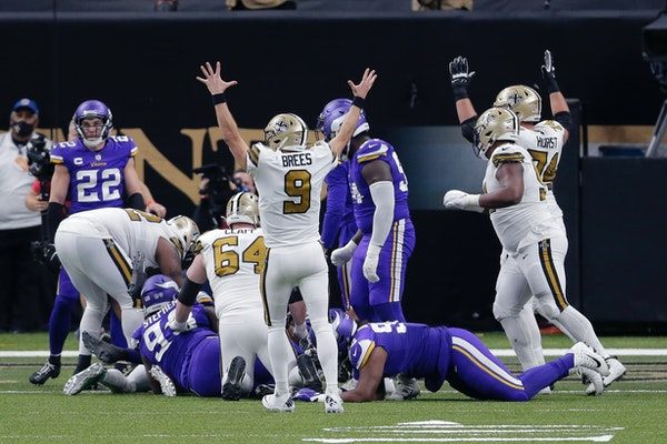 New Orleans Saints quarterback Drew Brees (9) reacts after running back Alvin Kamara scored his sixth rushing touchdown.