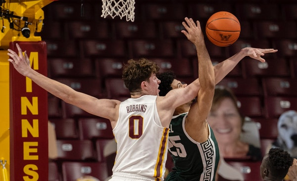 Liam Robbins (0) of Minnesota blocked a shot by Malik Hall (25) of Michigan State in the first half.