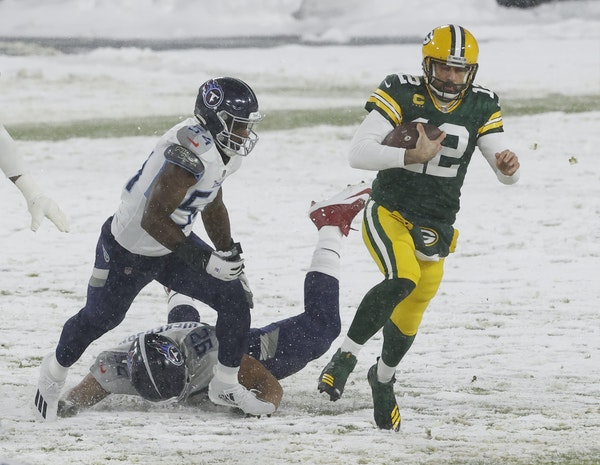 Packers quarterback Aaron Rodgers  ran against Tennessee on Sunday in Green Bay.