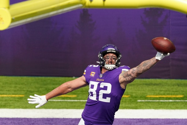Kyle Rudolph made a one-handed touchdown catch on Sept. 27 at U.S. Bank Stadium against Tennessee.