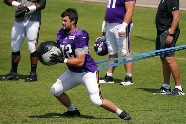 Vikings offensive tackle Ezra Cleveland