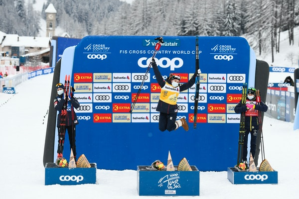 Winner Jessie Diggins of the USA celebrates on the podium with second place Rosie Brennan of USA, left, and third place Frida Karlsson of Sweden after