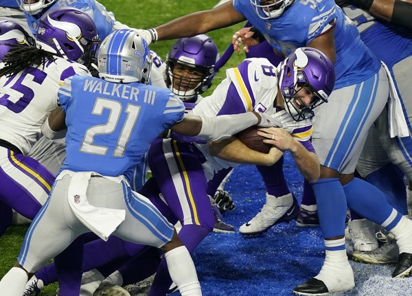 Vikings quarterback Kirk Cousins (8) crossed the goal line for a 1-yard touchdown during the second half Sunday.