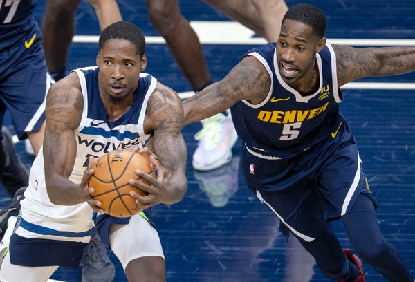 Ed Davis (of the Timberwolves fought for a ball with Will Barton of the Nuggets in the first quarter.