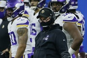 Coach Mike Zimmer watched the second-half action as the Vikings battled the Lions in Detroit on Sunday.