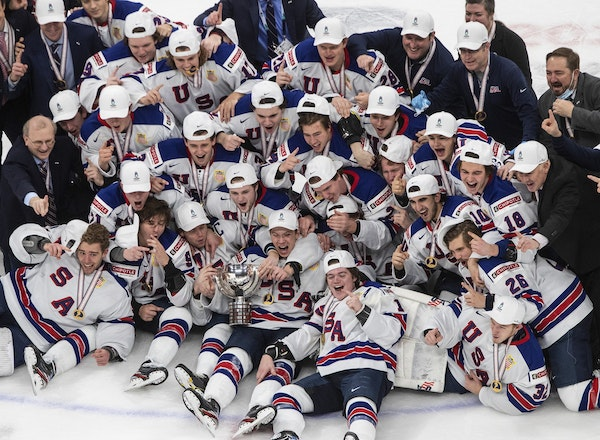 Players from 14 states were part of a celebration photo of the U.S. team after its championship.