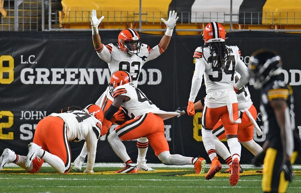 Strong safety Karl Joseph scored the Browns' first touchdown on a bad snap against the Steelers on Sunday. Cleveland took a 28-0 lead and went on to