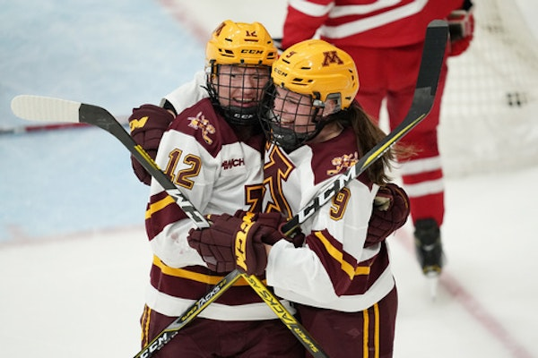 Gophers men, women both ranked No. 1 in national hockey polls