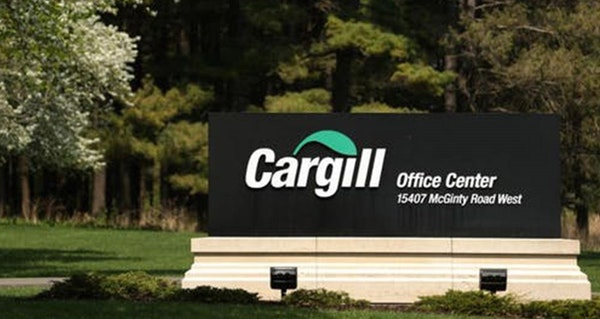 Cargill is in talks to sell its 50% stake in the world's largest sugar trader.