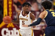 Minnesota guard Marcus Carr (5) took the ball down the court as Michigan forward Isaiah Livers (2) defended in the first half. ] ANTHONY SOUFFLE • a