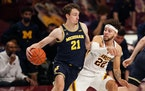 Michigan guard Franz Wagner drove to the basket as Minnesota guard Gabe Kalscheur defended in the second half Saturday.