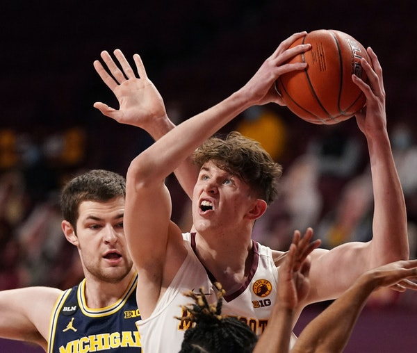 Gophers' Robbins stands out while facing gantlet of Big Ten big men
