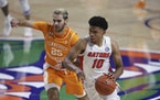 Florida guard Noah Locke works around Tennessee guard Santiago Vescovi during the second half