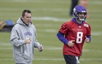 Gary Kubiak worked with quarterback Kirk Cousins last season during an early-season practice.
