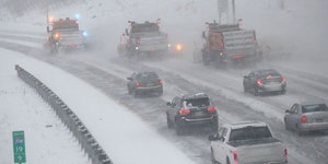 Traffic creeps behind snow plows heading south on I-35W in Minneapolis during an early 2020 snowstorm.Star Tribune photo/David Joles
